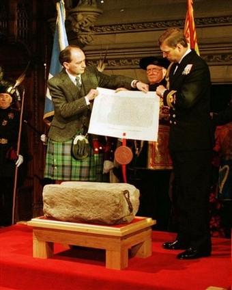La piedra Scone, fue recuperada gracias a Hurkos
