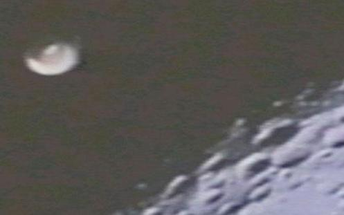 Apolo XVI, 1972 - Este objeto en el Apolo XVI a la luna ha sido explicado como parte de una sonda de aterrizaje lunar construida por la NASA