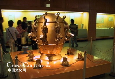 Replica del sismógrafo de Zhang Heng