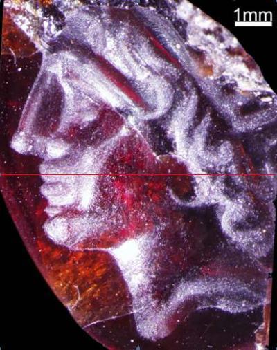 La gema a pesar de su pequeño tamaño tiene el grabado a todo detalle de Alejandro Magno
