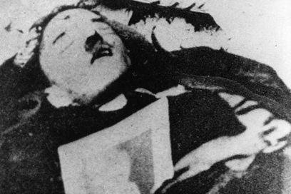 Una de las últimas imágenes de Hitler. Muchos aseguran que es un doble.