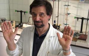 Este investigador, esceptico convencido, busca explicaciones a los misterios religiosos