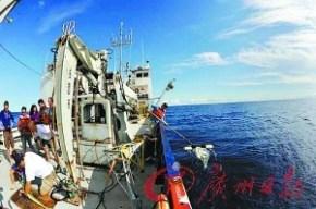 """El barco """"Starfish"""" recoge parte de la basura del lugar"""