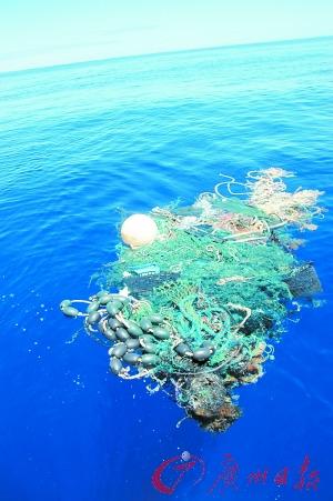 Toneladas de basura como esta se localiza en esa zona del Océano Atlántico